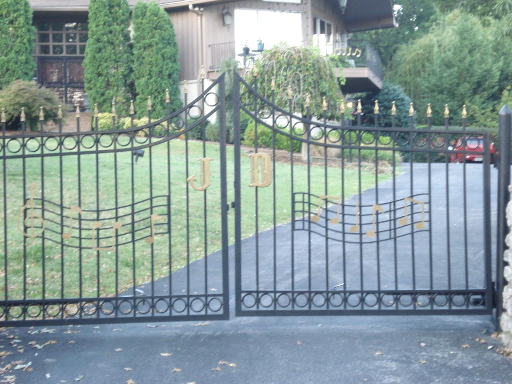 Little Jimmy Dickens gate
