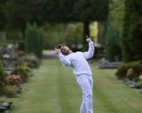 Dancer in Cemetery, photo: Karavan